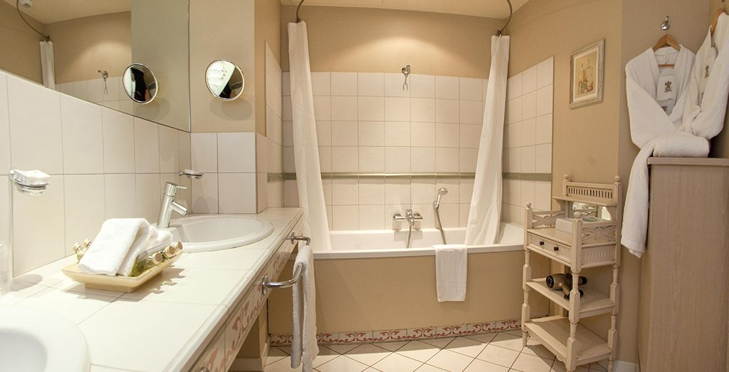 la villa augusta 4 voyage priv jusqu 39 70. Black Bedroom Furniture Sets. Home Design Ideas