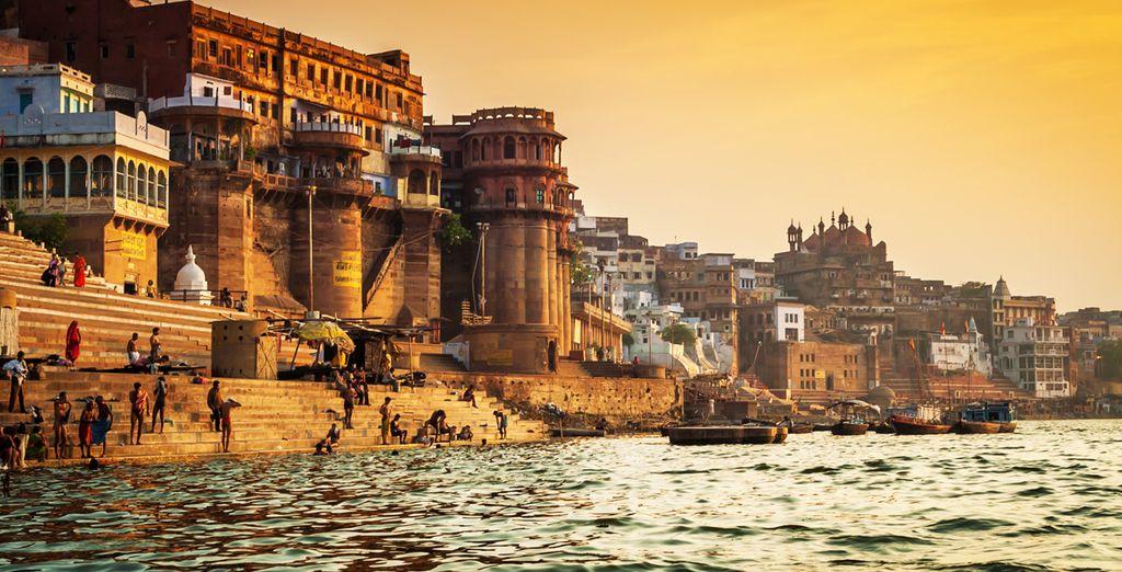 Suivez le guide jusqu'à Varanasi (Bénarès)...