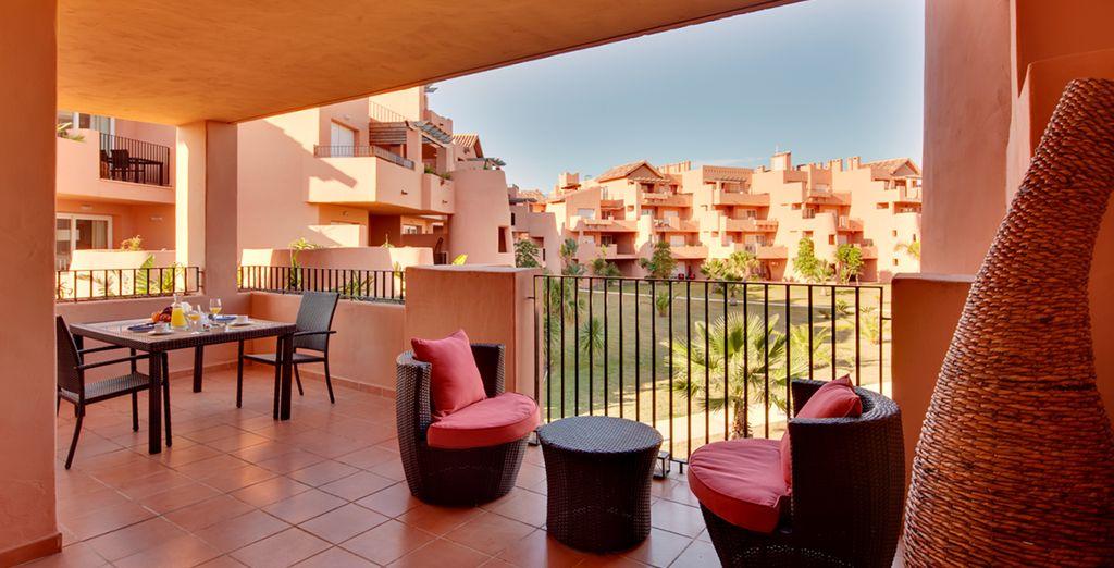 Détendez-vous sur votre balcon ou terrasse proposant des vues agréables sur le golf ou les jardins