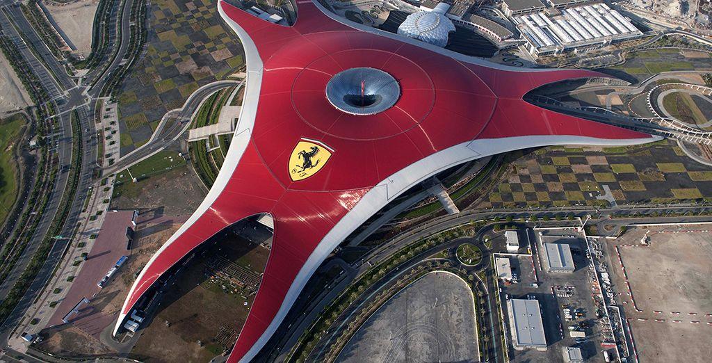 Selon l'offre que vous choisirez, à vous l'accès au célèbre Ferrari Word...