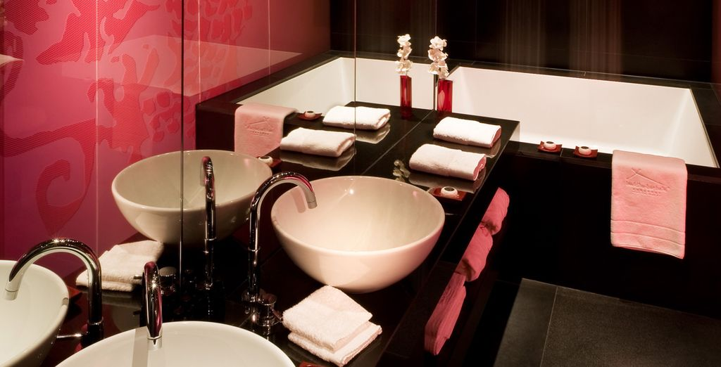 Avec sa salle de bains moderne