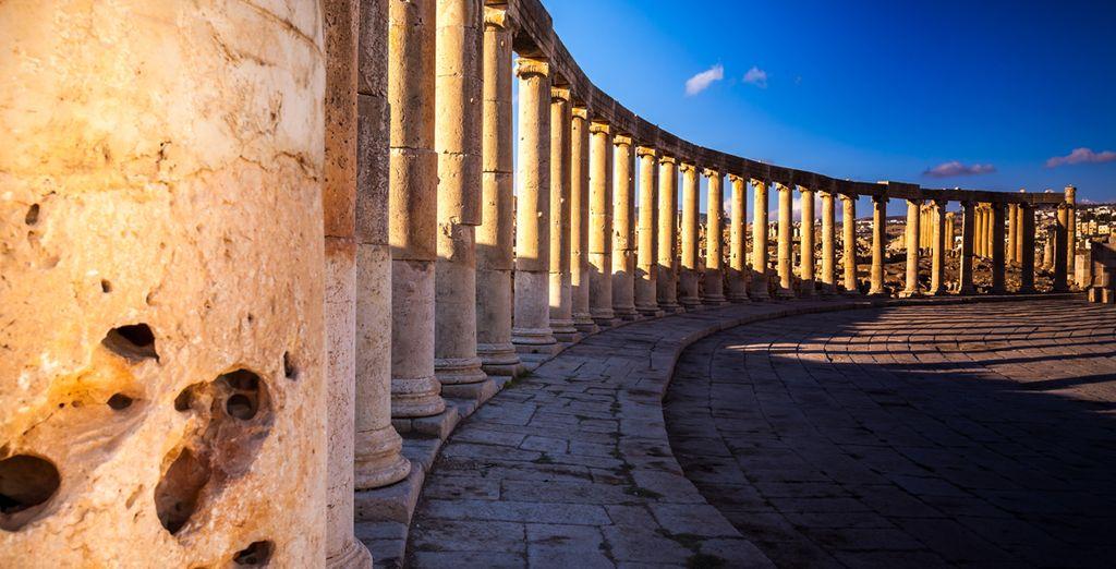 Vous visiterez Jérash, l'une des cités gréco-romaines les mieux conservées de la Méditerranée