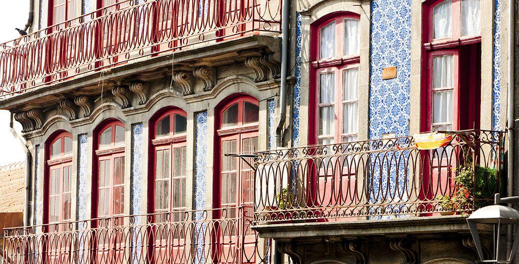 A chaque coin de rue, ne manquez pas de lever les yeux et admirez Porto sous tous les angles