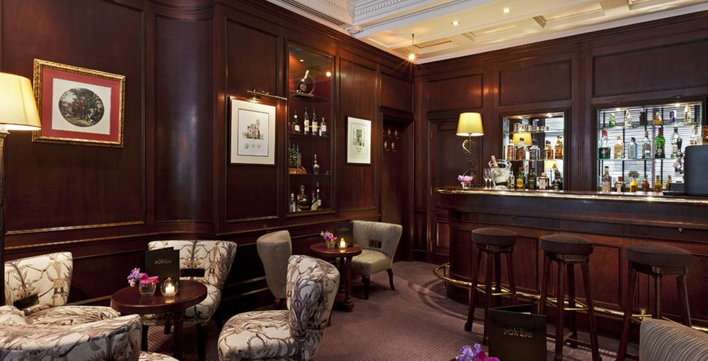 Le bar de l'hôtel vous transportera un siècle en arrière...