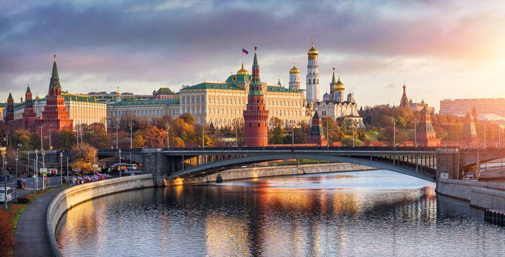Photographie de la ville de Saint Pétersbourg et ses architectures colorées unique,