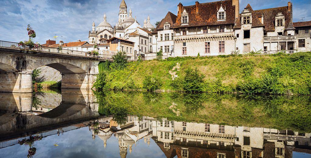 Puis commencez votre visite du Périgord, comme ici la cathédrale Saint Front de Périgueux...