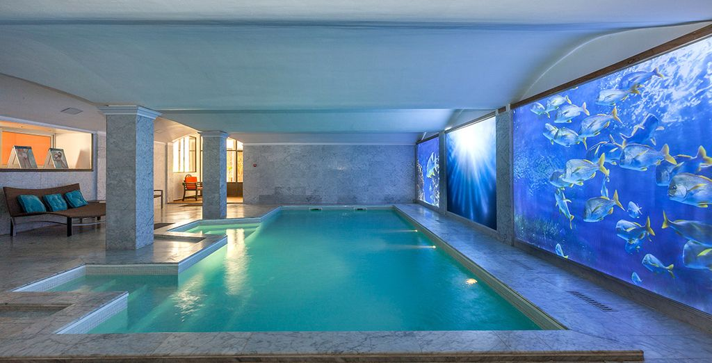 Plongez dans la piscine intérieure