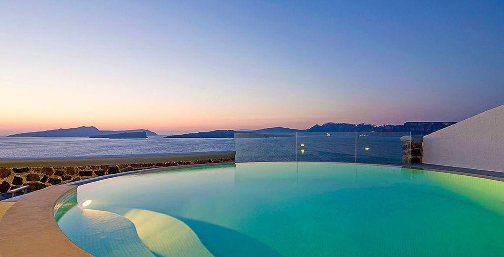 Envie d'un petit bijou où luxe, intimité et service haut de gamme rythmeront vos vacances ? - Ambassador Luxury Suites and Villas 5* Santorini Thira
