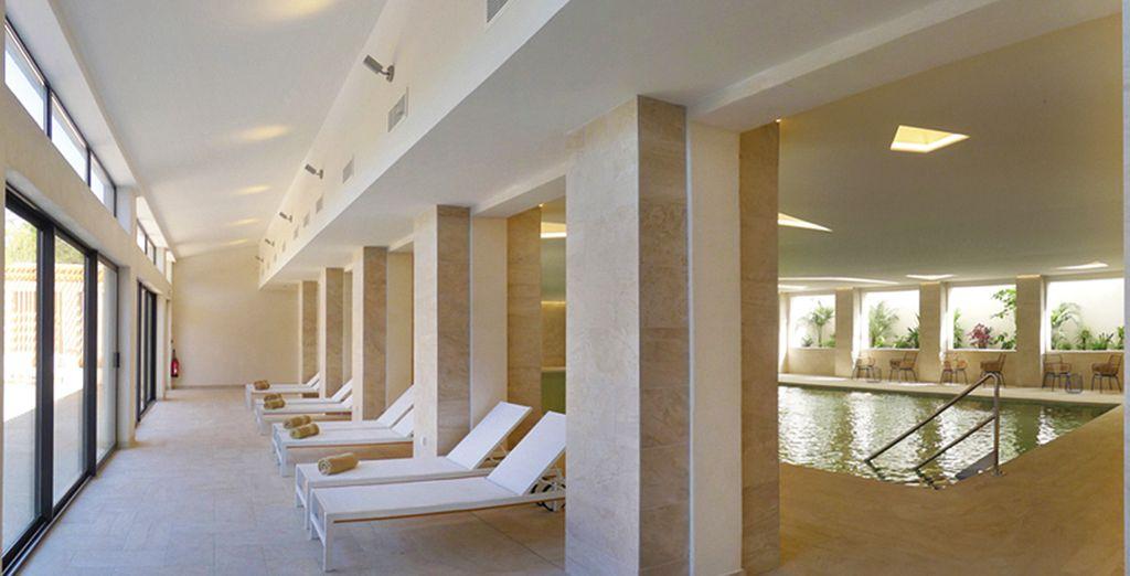 Puis accordez-vous une parenthèse bien-être à la piscine du Spa
