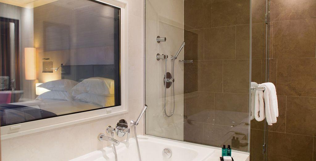 Profitez d'une belle salle de bains toute équipée !