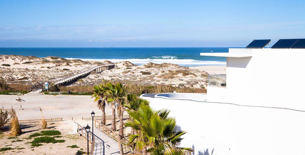 et de l'accès direct à la plage depuis votre appartement.