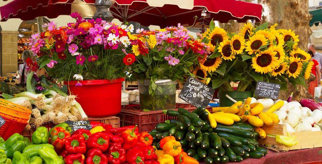 Sans oublier ses incontournables marchés provençaux