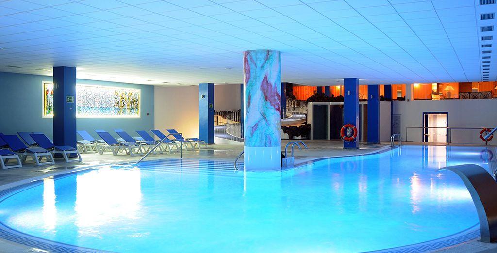 Détendez-vous dans la piscine intérieure en toute intimité