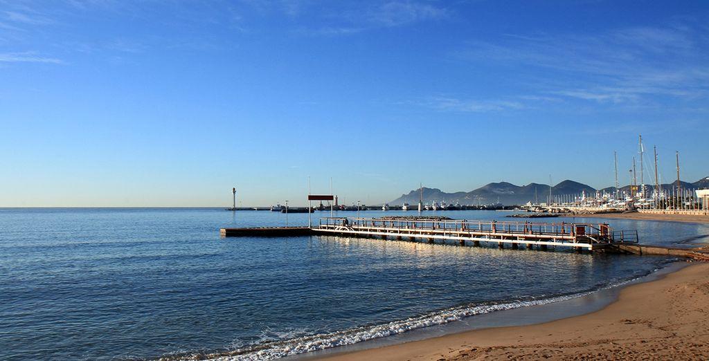 Terminez votre séjour par une marche sur les longues plages de sable fin