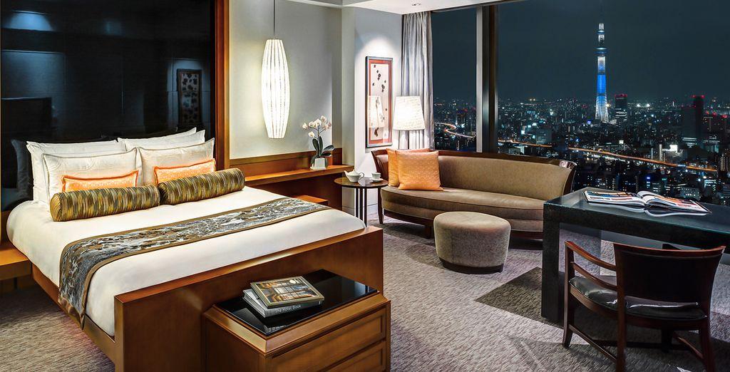 Hôtel de luxe 5* tout confort avec lit double et vue sur la ville de Tokyo, au Japon