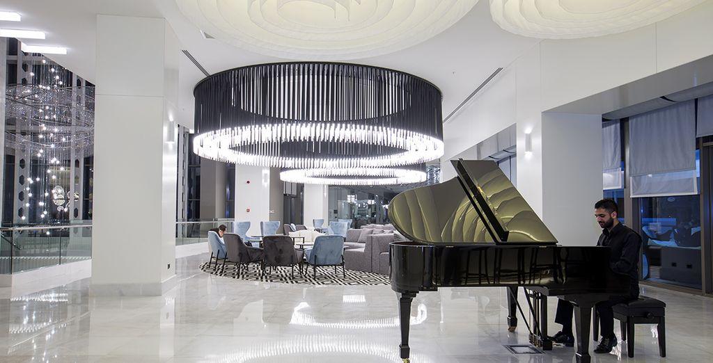 Le soir, installez-vous sur l'un des sièges et laissez vous emporter par la douce musique du piano