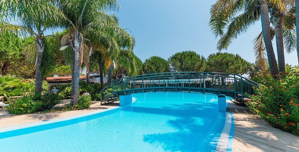 Détendez vous dans l'une des piscines de l'hôtel