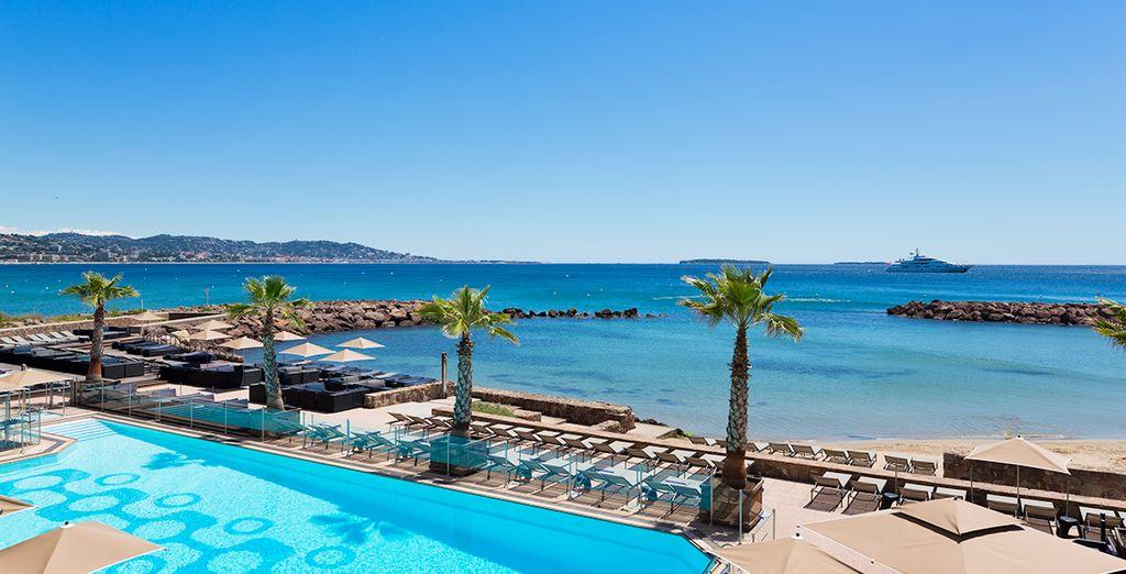 face à la baie de Cannes et aux îles de Lérins.
