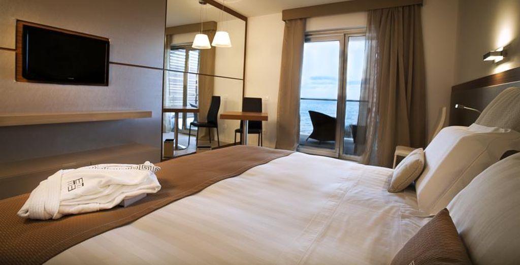 Avant de vous diriger vers votre chambre Supérieure, avec vue sur la mer...