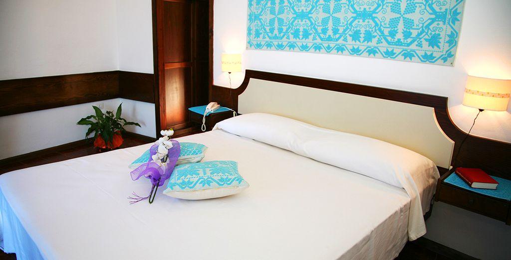 Posez vos valises dans votre chambre Confort Vue Mer au style typiquement sarde