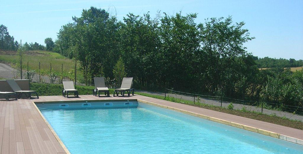 Et de profiter des installations proposées par les Hauts d'Albas entre piscine chauffée...