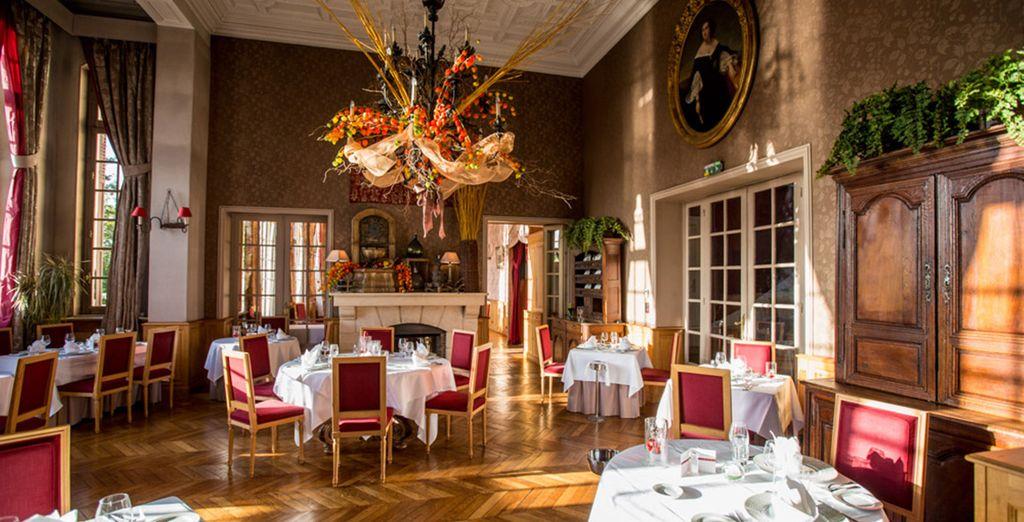 Ou regagnez l'ambiance élégante et feutrée du restaurant intérieur