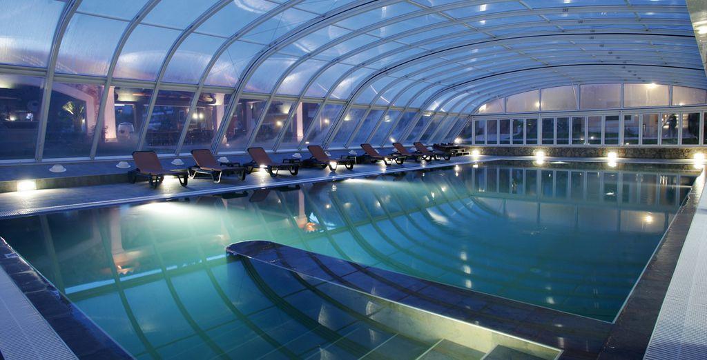 Accordez-vous un moment détente à la piscine...