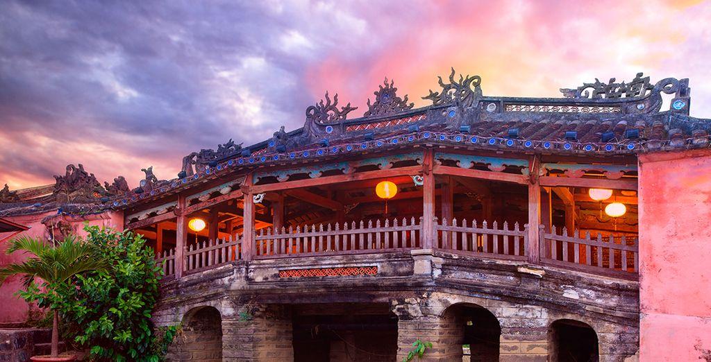 Où vous verrez, entre autre, son pont japonais vieux de 400 ans