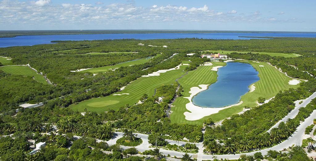 Le magnifique Golf adjacent offre un superbe panorama