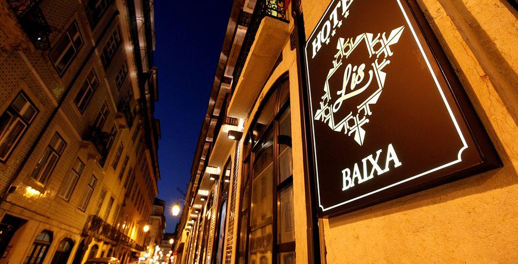 A la nuit tombée, profitez de l'ambiance du quartier animé de Baixa