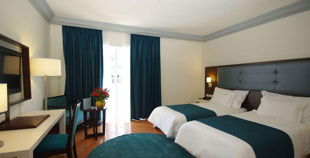 La chambre Vue Piscine dans laquelle vous logerez est confortable et bien équipée
