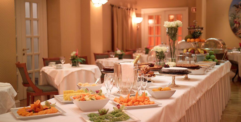 Le soir, après une belle journée, installez-vous au restaurant de l'hôtel