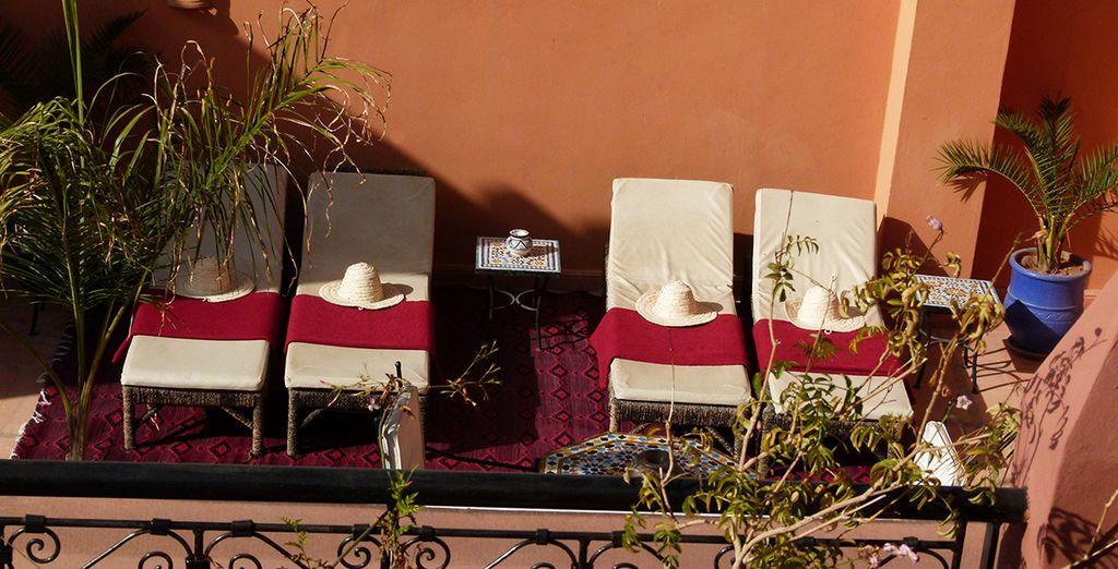 Prenez le temps de vivre confortablement installé sur la terrasse