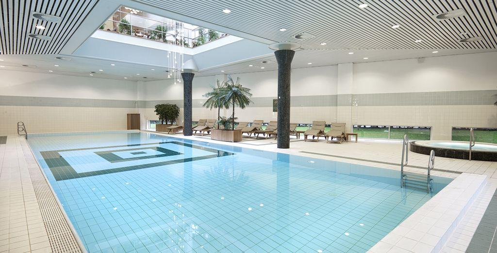 Délassez vos muscles dans la piscine du centre de bien-être