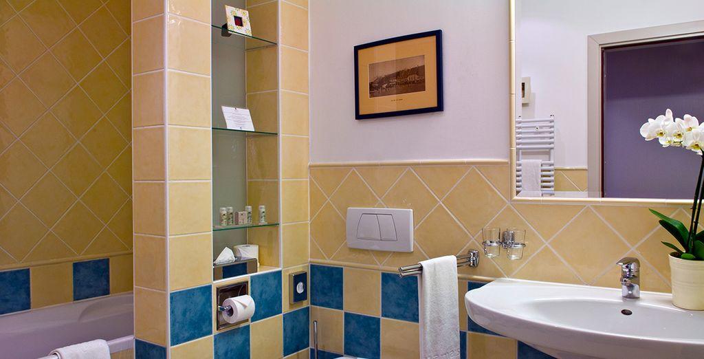 Et de sa salle de bains colorée !