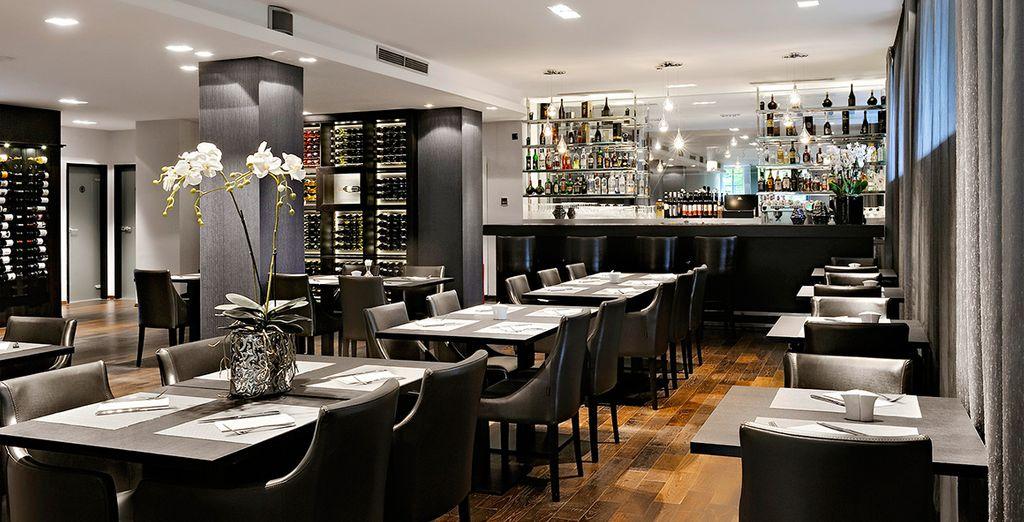 Installez-vous au restaurant La Perle Noire...