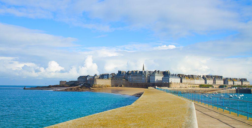 Partez visiter les environs sans manquer Saint Malo et ses remparts