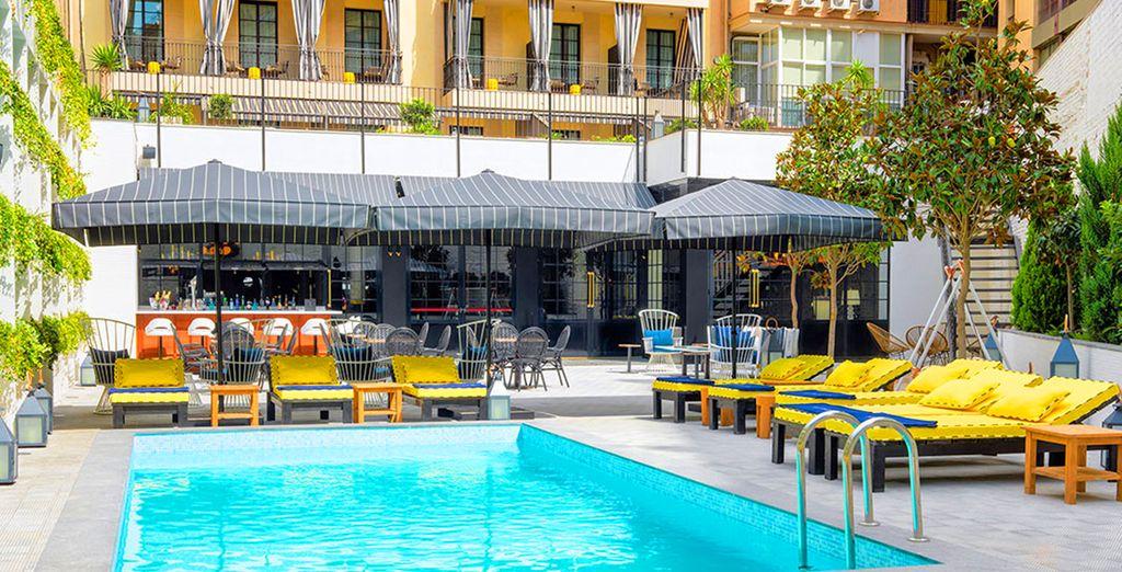 Vous pourrez vous détendre autour de la piscine et profiter de votre séjour