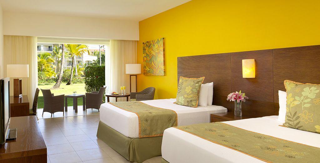 Installez-vous dans votre chambre Deluxe Tropical View ou Preferred  Deluxe Tropical View