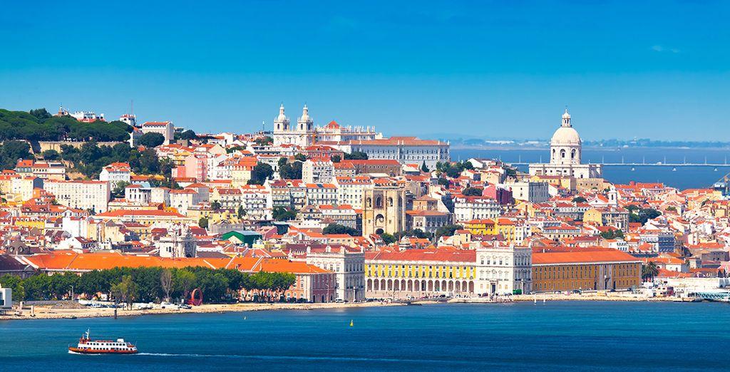 En journée, découvrez la magnifique Lisbonne située à seulement 30 minutes