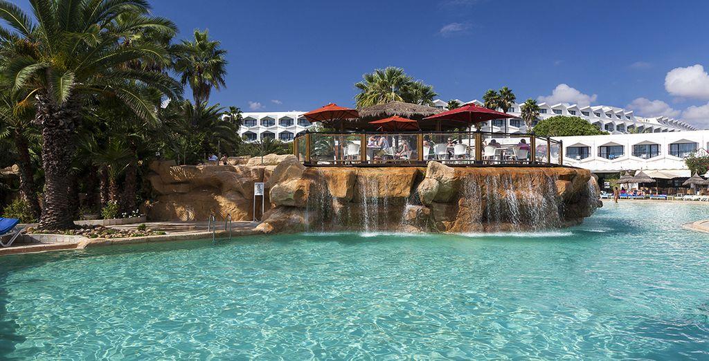 L'hôtel vous propose 3 piscines
