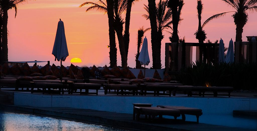 Et admirer le coucher de soleil sur la piscine