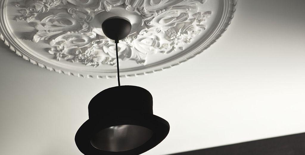 à la décoration soignée jusqu'au plafond