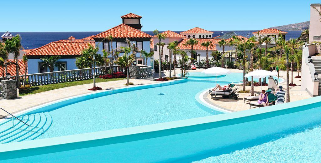 Hôtel de luxe 5* à Madère au Portugal avec piscine et espace détente