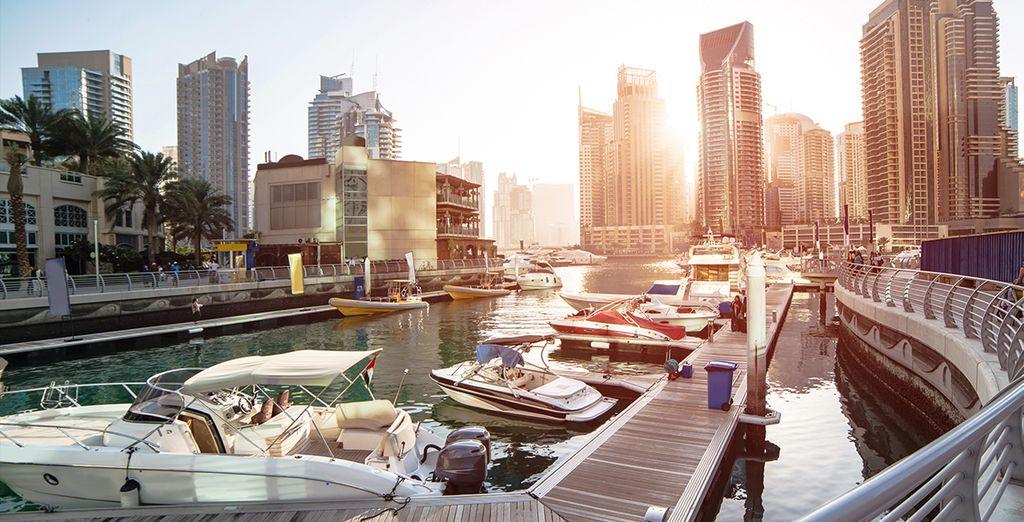 Photographie de la ville de Dubaï et du plus haut gratte ciel du monde