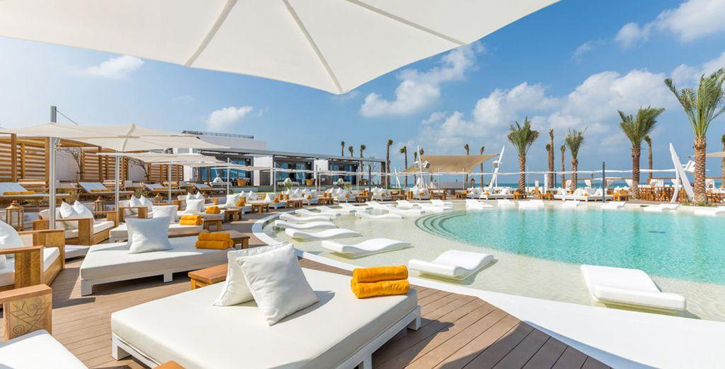 Hôtel de luxe tout confort avec piscine et spas à Dubaï, aux Emirats Arabes Unis