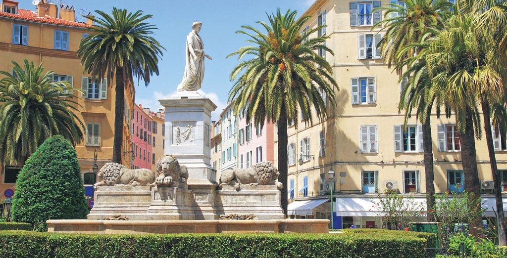 Photographie de la ville d'Ajaccio sur l'Île de Beauté