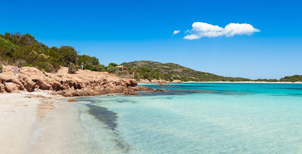 Photographie de plages de sable fin et des côtes rocheuses à proximité d'Ajaccio