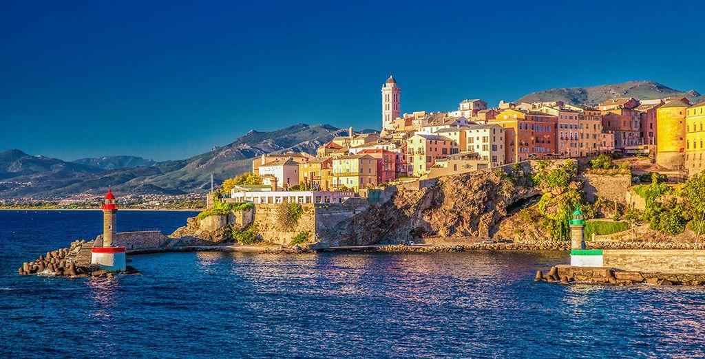 Photographie de la ville de Bastia et ses architectures colorées