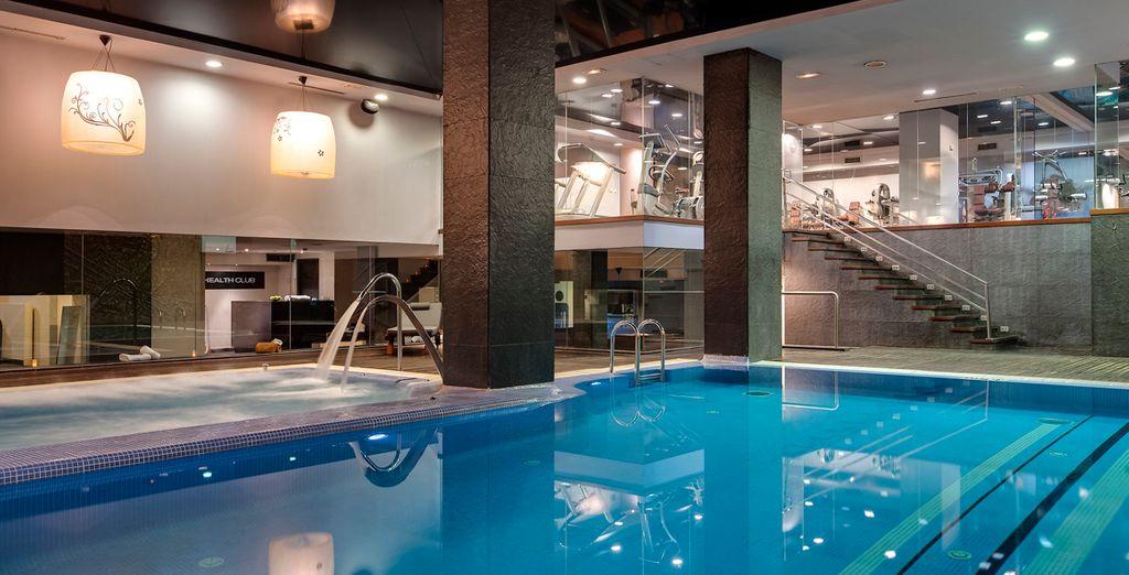 Hôtel haut de gamme tout confort avec piscine et spa intérieur, au cœur de la ville de Madrid